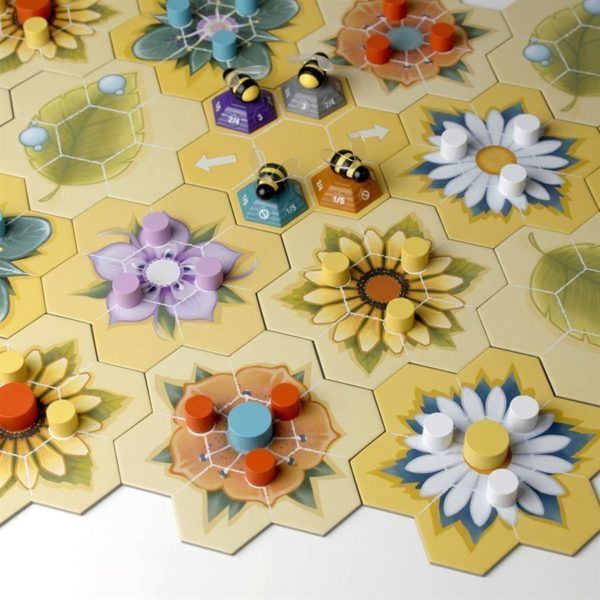 Beez board game components